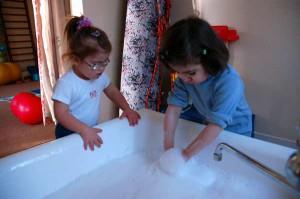 """Комнаты ждя занятий в ЦЛП оборудованы всем необходимым. Ванные - тоже часть восстановительного процесса""""Труды роста"""". На занятии по развитию двигательной активности. ЦЛП"""