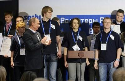 Путин пообещал волонтерам добрую волю