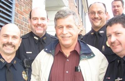 Благотворительные усы полицейских