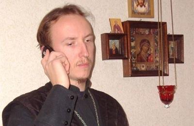 Священники на связи