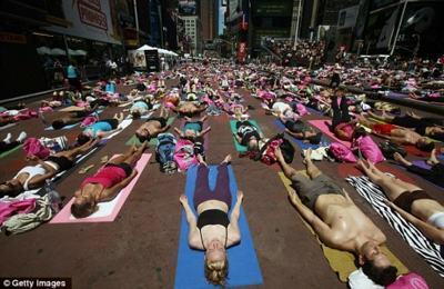 Любители йоги поддержат детей