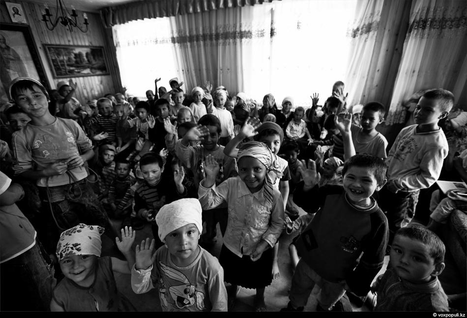 Цифры Астахова. Эксперты — о сокращении количества сирот в России