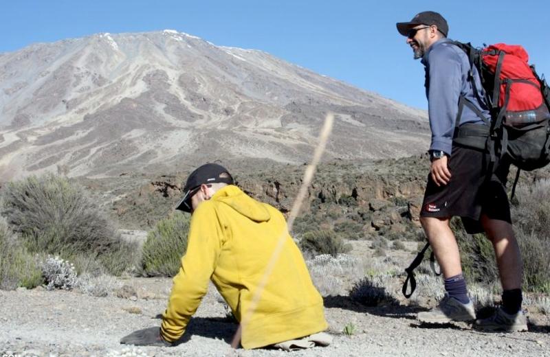 Канадец взобрался на Килиманджаро на руках