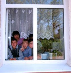 В школе-интернате города Кольчугина вставили «Добрые окошки»