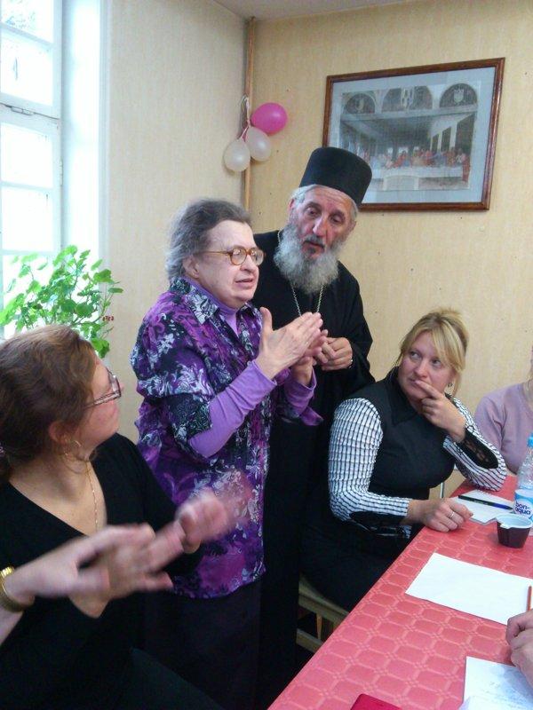 Надежда Голован и священник Лев Арашакян