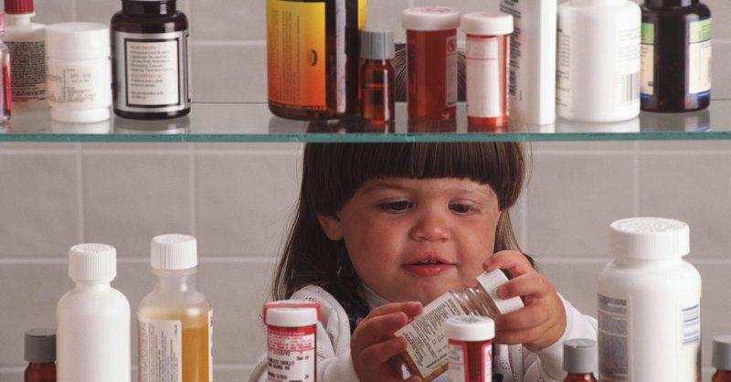 Запретить лекарства и детей